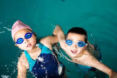 2 kids swim lesson